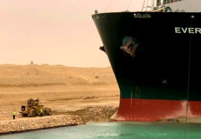 Olbrzymi kontenerowiec zablokował Kanał Sueski